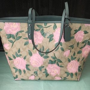 Authentic Coach reversal tote floral print🌸🌺